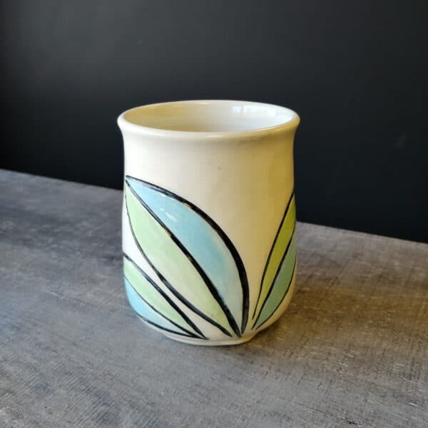 Leaf cup for coffe or tea or cold beverage